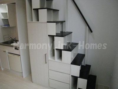 フリングホルニの収納付き階段(階段下部分が開くます)★