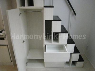 フリングホルニの収納付き階段(引出しもついています)☆