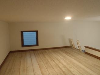 ロフト窓あり 寝室、物置に