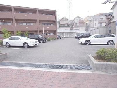 【エントランス】プラザハイツ二ツ屋 D棟