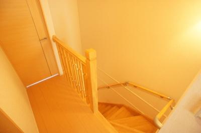 ★玄関へつづく階段廊下