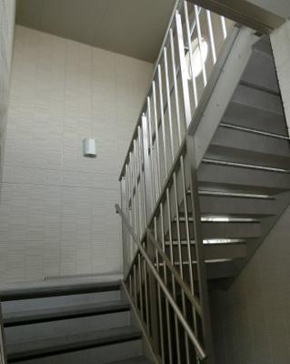 建物内階段です