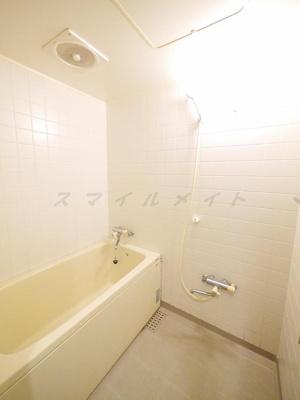 雨の日も安心の浴室乾燥と経済的な追い焚き機能付きのバスです。