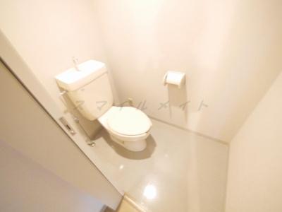 冬場も温かい温水洗浄便座付きトイレです。