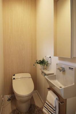 洗面付き収納付きトイレが使いやすくて便利ですね♪♪当社施工例です!