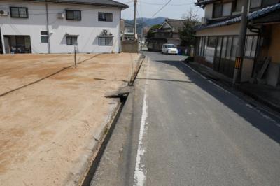 【前面道路含む現地写真】津山市加茂町塔中 売土地136坪