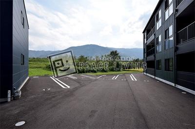 駐車場は敷地内に2台契約可能です