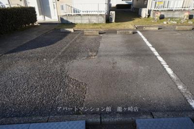 【駐車場】タウンヒル松葉K