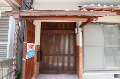 【エントランス】東山本新町3丁目貸家