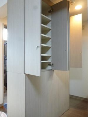 キッチンにある収納スペースです!日用品や調味料の保存などにも便利ですね♪