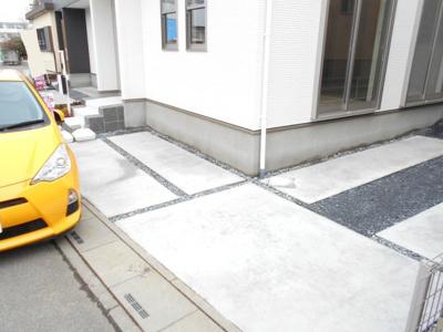 駐車場に車を止められます。