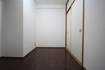 【寝室】カサベラ新在家ツインズ1号館