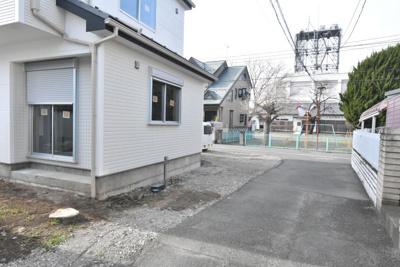 【前面道路含む現地写真】鴻巣市人形4丁目 新築分譲住宅全1棟