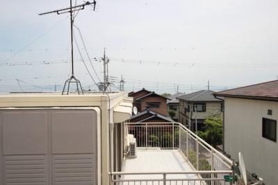 建物越しに琵琶湖も見えます