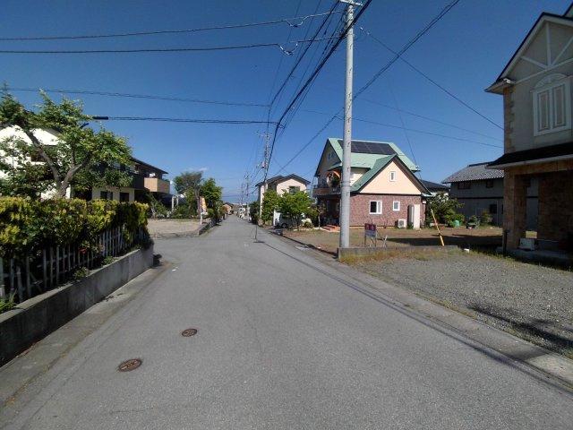 西より撮影:前面道路状況