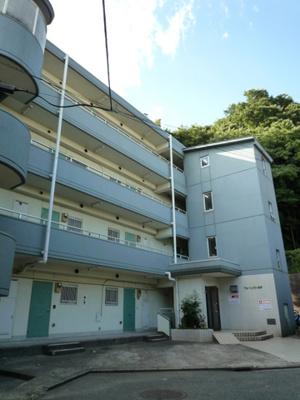 スーパーやコンビニが近くて生活に便利な住環境♪鉄筋コンクリートの4階建てマンションです☆最寄りの「日吉」駅は2沿線利用可能です!