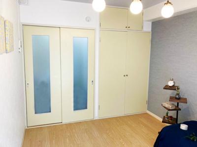 クローゼットのある南西向き洋室5.6帖のお部屋です!お洋服の多い方もお部屋が片付いて快適に過ごせますね♪
