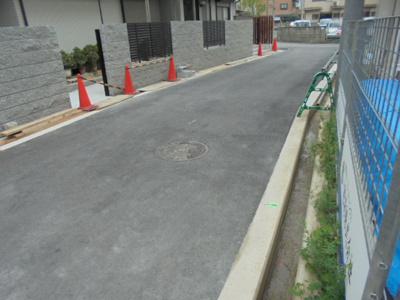 【前面道路含む現地写真】寝屋川市高柳1丁目 新築一戸建て