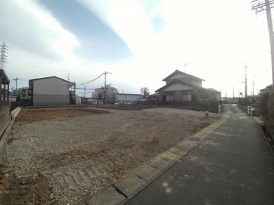 4月25日撮影 前面道路を含む販売現地