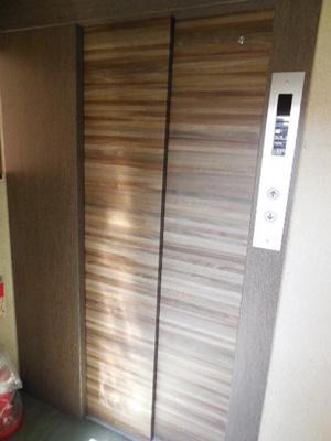 最近エレベーターが綺麗になりました♪