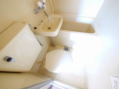 落ち着いた色調のトイレです
