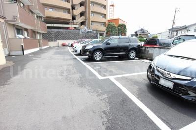 フォレストコートN 駐車場