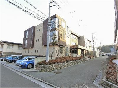 「綱島」駅徒歩圏内!2駅利用可能で便利な築浅3階建てマンションです☆共用廊下はホテルライクな内廊下♪防犯対策も充実しています◎