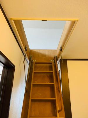 屋根裏収納梯子