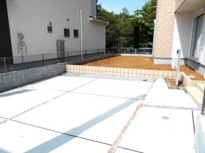 駐車スペースもあります。並列2台。2680から2480万円に価格変更です。