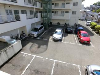 敷地内駐車場あります 空は現在ないみたいですが・・・