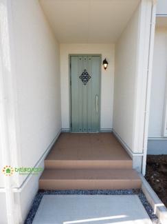 お洒落なデザインの玄関扉です!