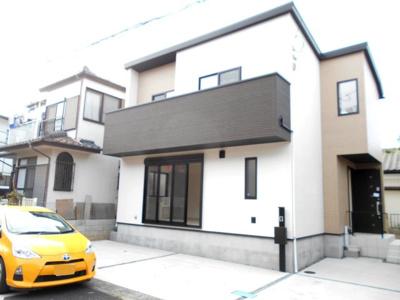 外観もきれいです。デザイン住宅3LDKとワイドバルコニー駐車2台。車種によります。