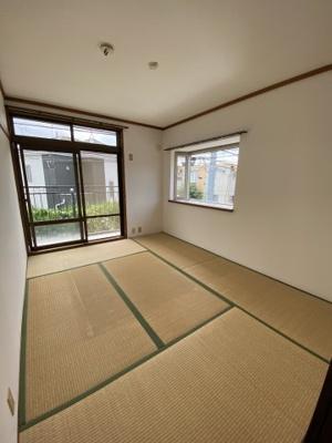 畳はご入居前に張替えを行います。