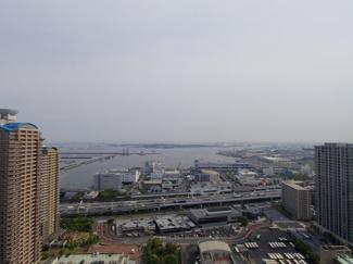 バルコニーからは東京湾と東京ゲートブリッジが望めます。