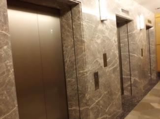 WコンフォートタワーズWest棟には6機のエレベーターがございます。