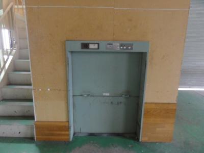 ダムウェーター(荷物用倉庫)