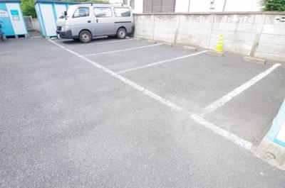 【駐車場】レオパレスシャルマン北越谷