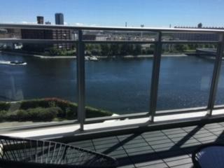 リビング及びバルコニーからは辰巳運河を望むことが出来ます。