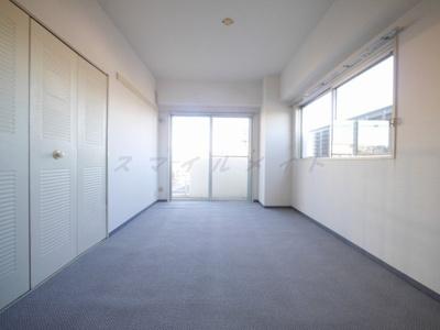 二面採光・日当たり・風通し良好のお部屋です。