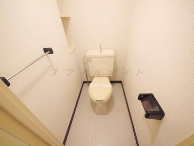 清潔感のあるトイレ・収納付きです。