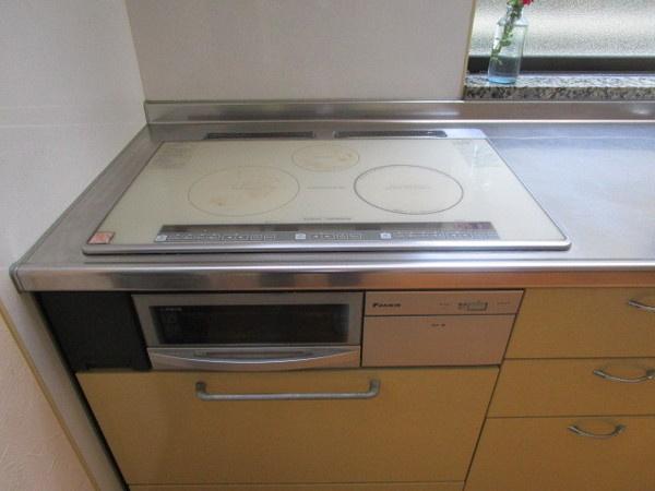 IHクッキングヒーター採用の1階キッチン