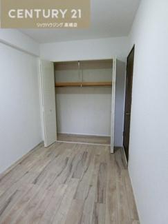 約4.9帖の洋室には広々クローゼットが。