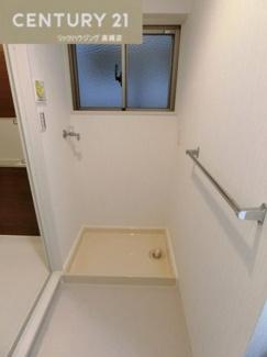 洗面所には窓があり換気もできます。