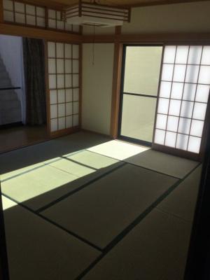 明るい和室です。内装貼替・畳表替え済み。