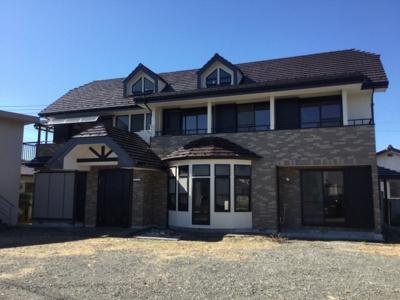 落ち着いた雰囲気の外観です。外壁・屋根塗装・バルコニー防水工事済み。