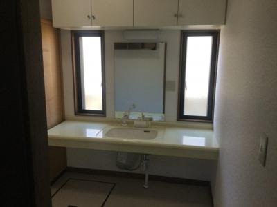 使いやすい洗面所です。内装張替済み。