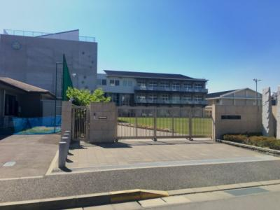 徒歩1分圏内にある坂出市立坂出小学校の写真です。