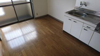 ダイニングキッチンのお写真です。使い勝手のよいコンパクトな間取りです^^