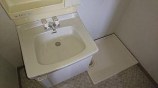洗濯機置き場も並列しているので使いやすい!