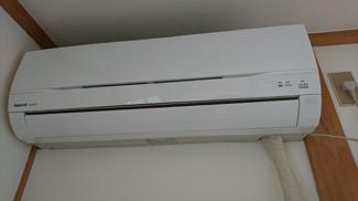 洋室に設置済みのエアコンです!